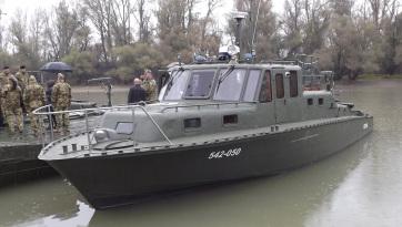 Illegális bevándorlás: Hétfőtől honvédségi járőrhajó a Tiszán - A cikkhez tartozó kép