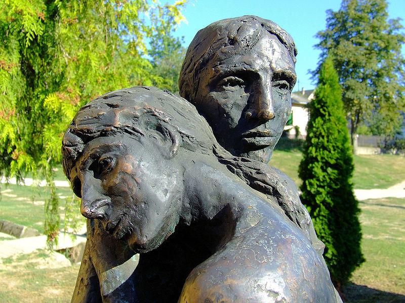 Szabó György Búcsúzás című szobra Ozorán (részlet)