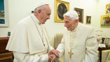 """A Vatikán """"egyre szűkebbnek bizonyul két pápa számára"""" - A cikkhez tartozó kép"""