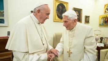"""A Vatikán """"egyre szűkebbnek bizonyul két pápa számára"""" - illusztráció"""