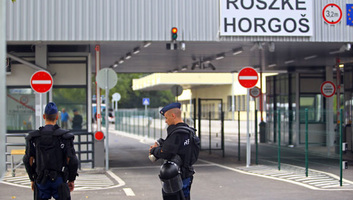 Emberölés miatt körözött norvég férfit fogtak el Röszkén - illusztráció