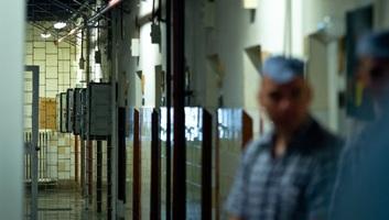 Völner: A kormány azonnali hatállyal felfüggeszti a börtönkártérítések kifizetését - illusztráció