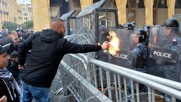 Több százan sebesültek meg a libanoni tüntetéseken - illusztráció