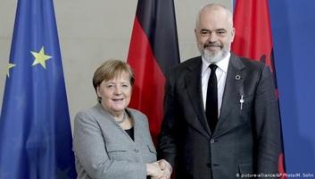 Merkel: A következő EU-csúcson dönteni kell az albán és az észak-macedón csatlakozási tárgyalások megindításáról - illusztráció