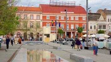 Krónika: Többletterheket vállalnak a kolozsvári magyar szülők, hogy gyermekeik megtanuljanak románul - illusztráció