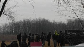 Horgos: Továbbra is tele van a falu migránssal - illusztráció