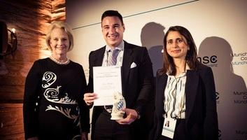 Magyar kutatót díjaztak a világ legrangosabb biztonságpolitikai konferenciáján Münchenben - illusztráció