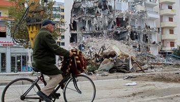 Uniós és nemzetközi adományozók több mint 1 milliárd euróval segítik Albánia újjáépítését - illusztráció