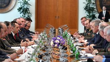 Katonai együttműködésről tárgyalt Belgrádban Szergej Sojgu orosz védelmi miniszter - illusztráció