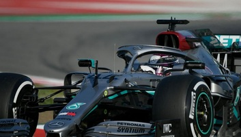 F1: Hamilton volt a leggyorsabb az első tesztnapon Barcelonában - illusztráció