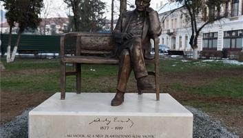 Zilah: Lehet-e ülőszobra Ady Endrének a település központjában? - illusztráció