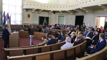 Zenta: Tanácskozás az ingatlan-nyilvántartási eljárások időszerű kérdéseiről - illusztráció