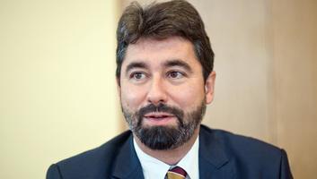 Hidvéghi: A Fidesz támogatja a 7-es cikk szerinti eljárás gyorsítását - illusztráció
