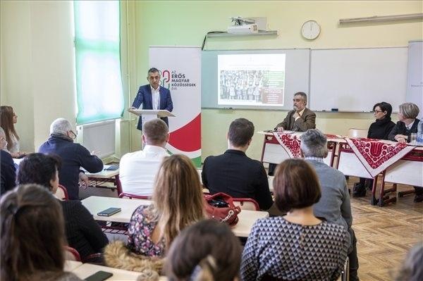 Potápi Árpád János, a Miniszterelnökség nemzetpolitikáért felelős államtitkára a sajtótájékoztatón