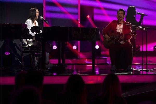 Rácz Gergő és Orsovai Reni a Mostantól című dalt adja elő A Dal 2020 televíziós show-műsor döntőjében