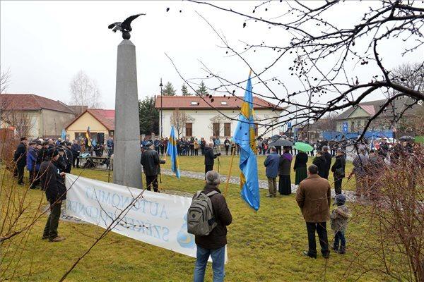 A Székely Nemzeti Tanács (SZNT) székely szabadság napja alkalmából tartott megemlékezése Sepsiszentgyörgyön a Turul-emlékműnél