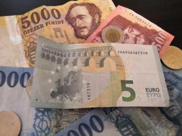 Történelmi mélyponton a forint az euróval szemben - A cikkhez tartozó kép