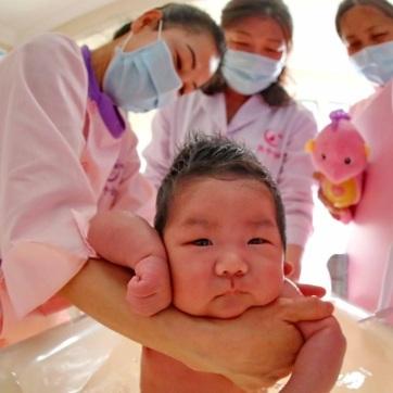 Kínai kutatók szerint nem terjed a vírus várandós anyáról a születendő gyerekre - A cikkhez tartozó kép