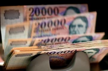 350 forint felett az euró jegyzése - A cikkhez tartozó kép