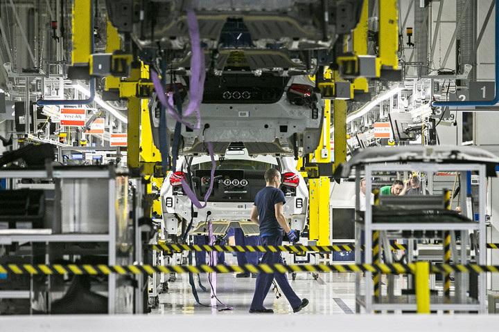 A Mercedes kecskeméti üzeme is felfüggeszti működését