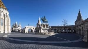 A Mátyás-templom melletti tér hiába várja a turistákat