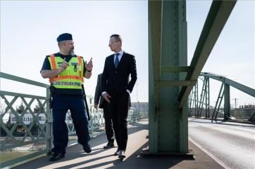 Szijjártó: A magyarok és a szlovákok átjárhatnak a két Komáromot összekötő hídon - A cikkhez tartozó kép