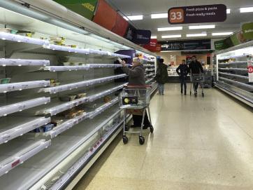 Elsőbbségi óra: Amikor csak nyugdíjasok, rászorulók és kórházi dolgozók vásárolhatnak a boltokban Angliában - A cikkhez tartozó kép