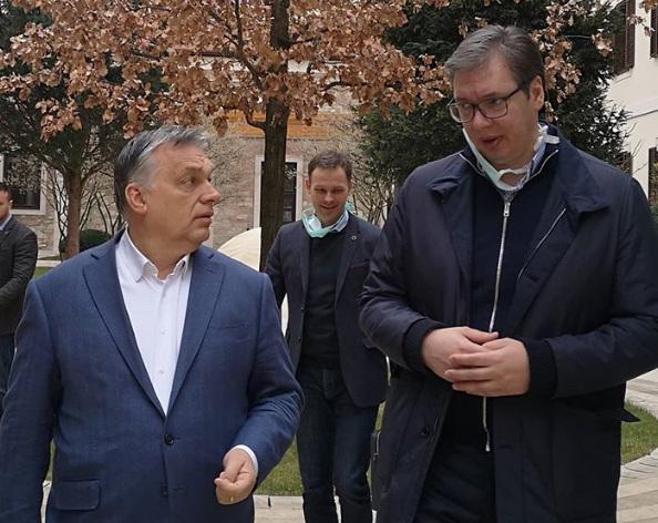 Orbán Viktor és Aleksandar Vučić a Kármelita kolostor előtt. Közös célok