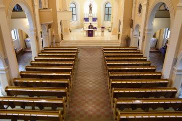 Elmarad minden nyilvános szentmise, keresztelő, bérmálás, gyóntatás, esküvő és minden más ájtatosság - A cikkhez tartozó kép