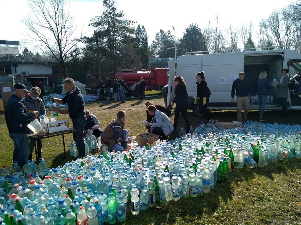 Az önkéntesek folyamatosan dolgoznak a helyzet javításán
