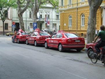 Szabadka: Gondot okoz a gépjármű bejegyzését igazoló matrica hiánya a taxisoknak - A cikkhez tartozó kép