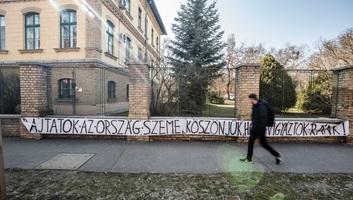 Háromszázra nőtt a fertőzöttek száma Magyarországon, több a gyógyult is - illusztráció