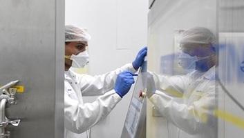 492 főre nőtt a beazonosított koronavírus-fertőzöttek száma Magyarországon és elhunyt egy újabb beteg - illusztráció