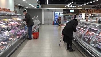 Vasárnap helyett szombaton kora reggel vásárolhatnak a 65 éven felüliek - illusztráció