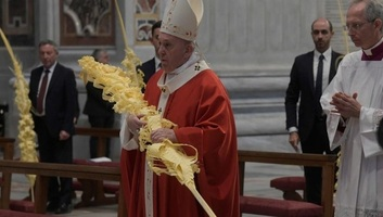 Cveti: Papa pozvao da se umesto prolaznog vidi ono što je bitno - illusztráció