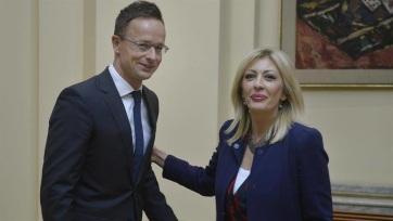 Magyarország maszkokat és védőöltözeteket küldött Szerbiának - A cikkhez tartozó kép