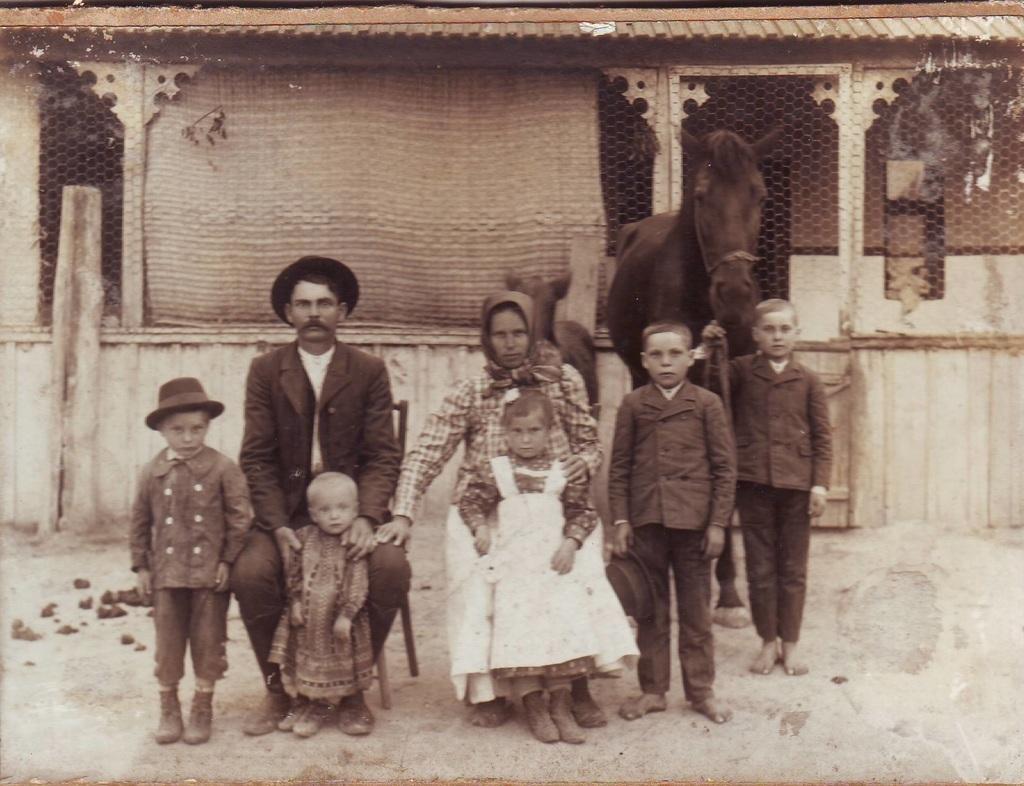 A helybéli Sárkány család fénykép gyűjteményéből