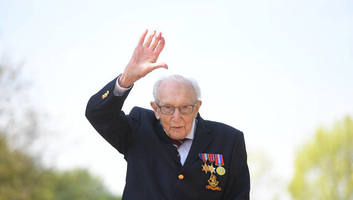 Britanska pošta rođendanskim žigom čestita stogodišnjem veteranu - illusztráció
