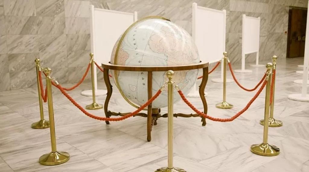 Az Országos Széchényi Könyvtárban tavaly novembertől megtekinthető annak a 127,5 cm átmérőjű és 1:10 000 000 méretarányú földgömbnek a másolata, amely 1881-ben a velencei Nemzetközi Földrajzi Kongresszus térképkiállításán a Magyar Nemzeti Múzeum által kiállított történeti-földrajzi anyag részeként első díjat kapott. Az úgynevezett Perczel-glóbuszból három másolat készült. Egy az Országos Széchényi Könyvtárba, egy az Eötvös Loránd Tudományegyetemre, egy pedig a miniszterelnöki irodába, a Karmelita kolostorba került.