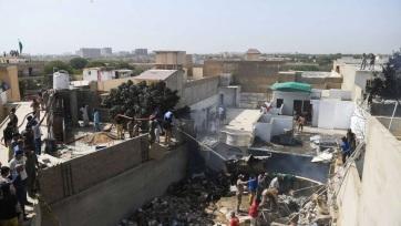 Lakott területre zuhant egy utasszállító Pakisztánban - A cikkhez tartozó kép