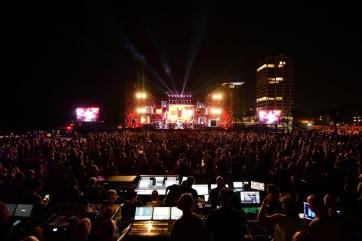 """Többezres """"járványzáró"""" koncertet rendeztek Tel-Avivban a kulturális rendezvények újraindításáért - A cikkhez tartozó kép"""