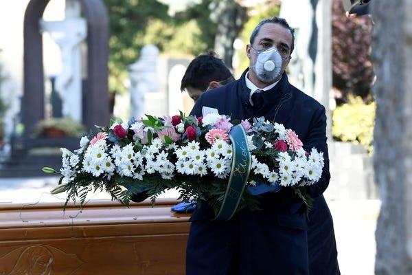 Spanyolországban eddig 28 628 ember halálát okozta a SARS-CoV-2 nevű vírus