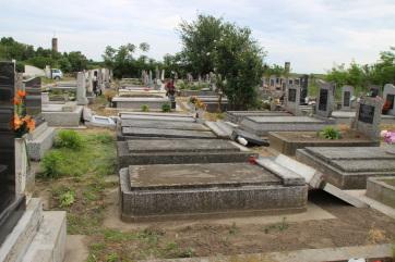Kishegyes: Több mint 30 sírt rongáltak meg a Nyugati temetőben - A cikkhez tartozó kép