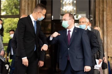 Szijjártó Bukarestben: Magyarország kölcsönös tiszteleten alapuló együttműködést akar építeni Romániával - A cikkhez tartozó kép