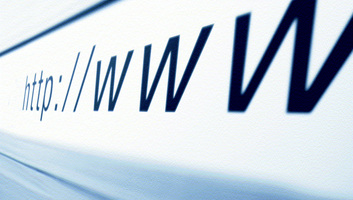 Az online platformok üzemeltetői több millió félrevezető hirdetést távolítottak el weboldalaikról - illusztráció