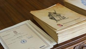 A kettős állampolgárságról szóló törvény elfogadása az elmúlt 10 év nemzetpolitikájának legfontosabb mérföldköve - illusztráció