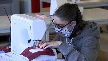 Átlátszó maszkokkal segítik a siketeket Belgiumban - illusztráció