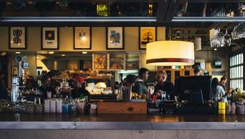 Péntektől látogathatók a budapesti éttermek belső terei és a szabadtéri rendezvények - illusztráció
