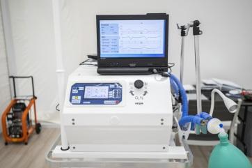 Operatív törzs: Elindul a magyar fejlesztésű lélegeztetőgép gyártása - A cikkhez tartozó kép