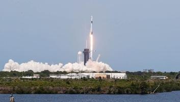 Sikeresen fellőtték a SpaceX Crew Dragon űrhajóját két asztronautával a fedélzetén - illusztráció